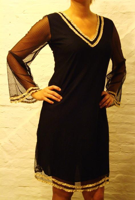 Robe courte noire à empiècement  -