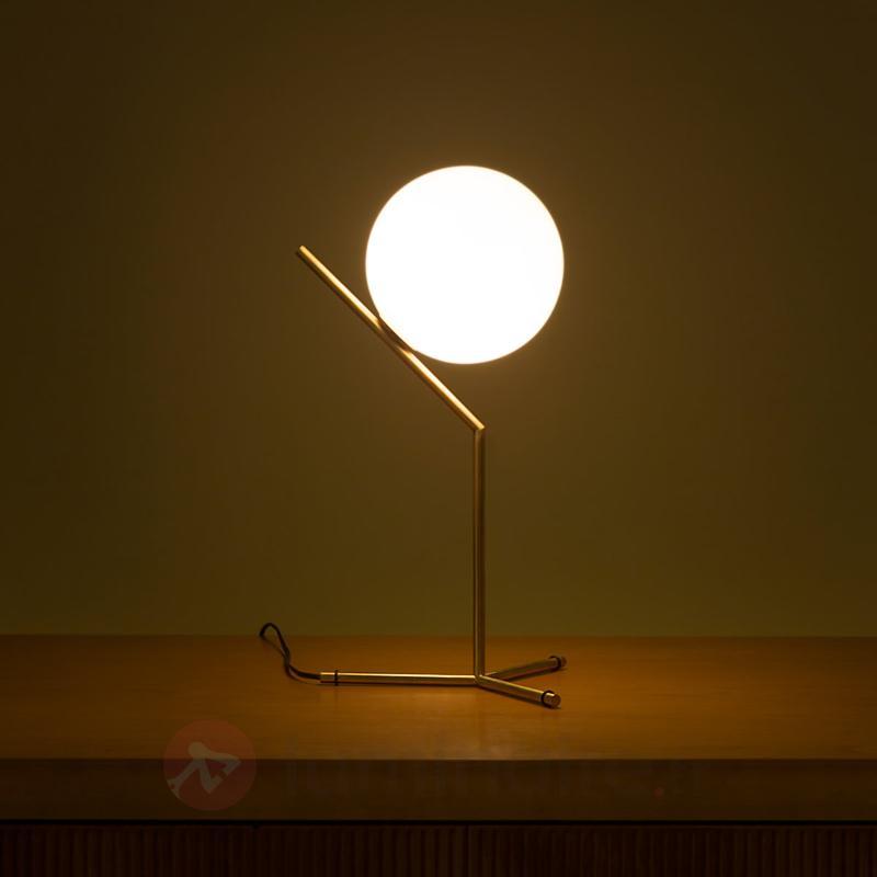 IC T1 - lampe à poser de FLOS, laiton brossé - Lampes à poser designs