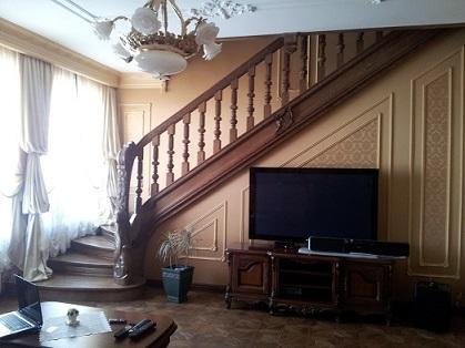 Лестницы, мебель, двери.