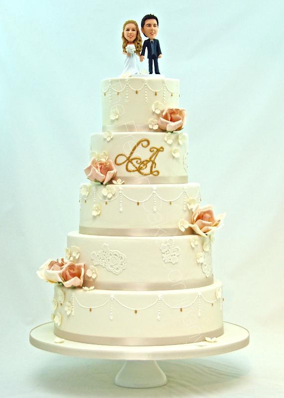 Gâteaux et Pièces Montées sur-mesure - Pièce montée dentelle et fleurs