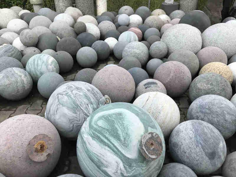 Fontaine à billes en granit avec boule tournante - Boule de granit de 3 mètres de diamètre