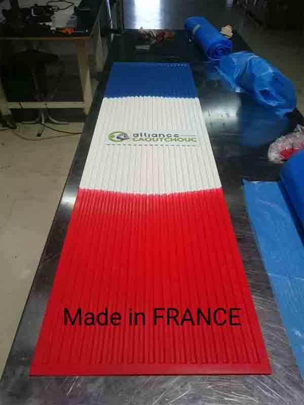 Fabrication grand tapis tricolore - Pièces caoutchouc sur-mesure pour tout type d'application