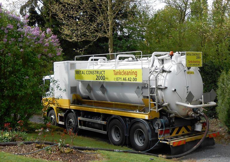 Dépollution d' hydrocarbure - Camion ADR pour le pompage des déchets