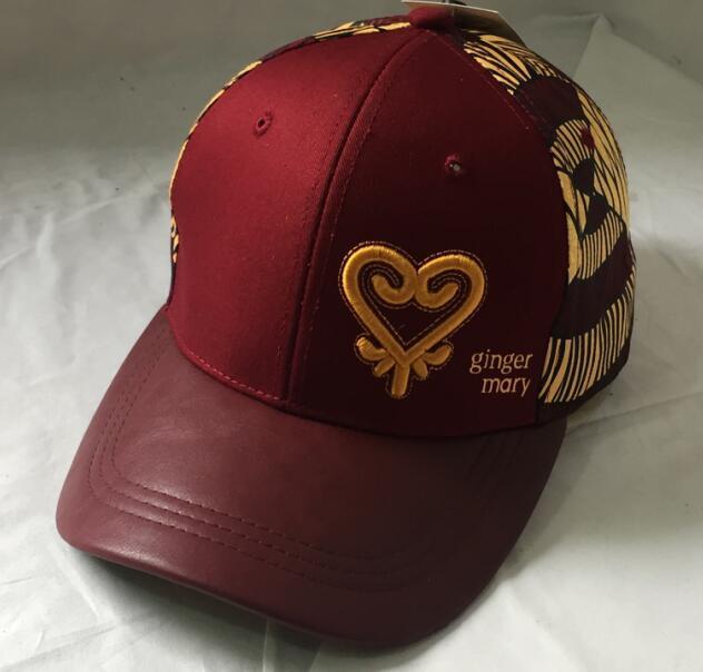 Modne bordowe czapki -