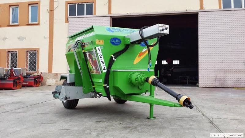 TMR Wagon Feed Mixer Doublehelix Horizantal For Stockbreedig