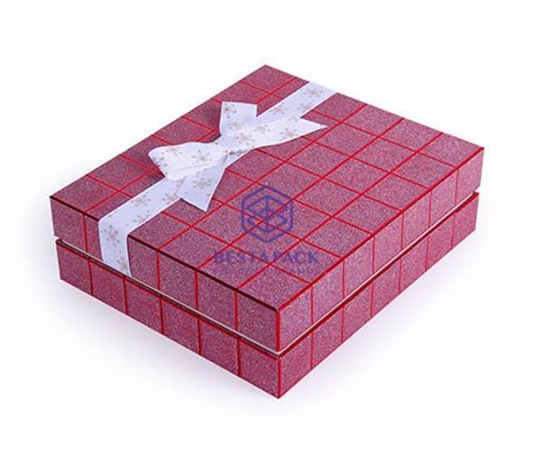 Caja de regalo - Caja con tapa extraíble, lazo de cinta y cuello pegado en la base.