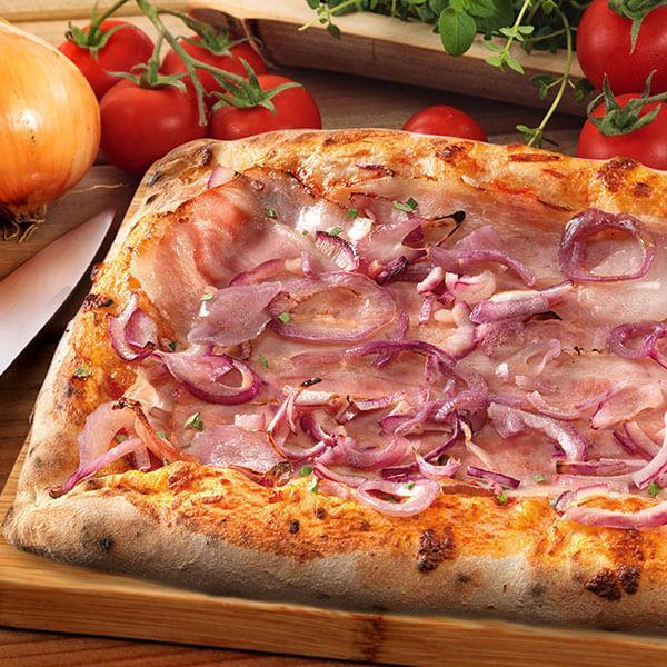 Pizza rettangolare Pancetta e Cipolla rossa - null
