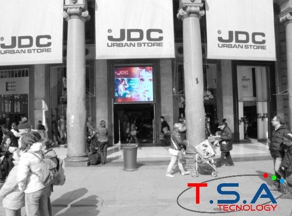 Vetrine Multimediali e interattive con Display LED