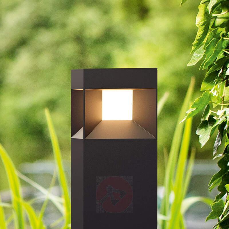 Parterre - black LED path light - outdoor-led-lights