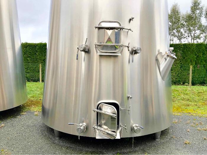 Tanque de aço inoxidável 304L - 244 HL - Cone isolado truncado - Circuito compartimentado e de concha
