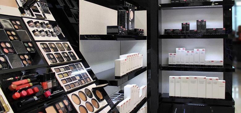Espositori, visual display e mobili per negozi e profumerie