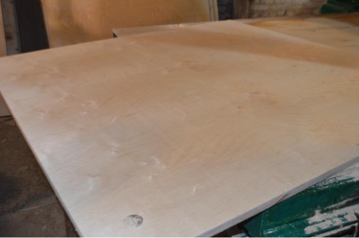 Compensato di betulla  - Dimensioni del foglio: 1525 * 1525 * 18 mm, non lucidato.