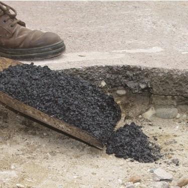 Réparation nid de poule - Répar'bitume Gros Trou 25 kg Noir Dame de 4,5 kg avec Manche