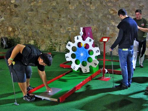 Miniature Golf - Animated miniature golf with luminous and mechanical obstacles