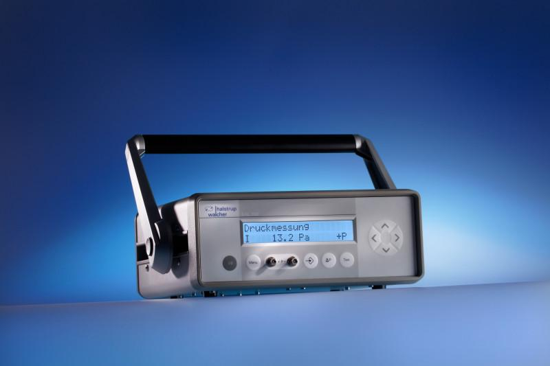 Mobile calibration device KAL 100 / 200 - High precision measurement and calibration device in one