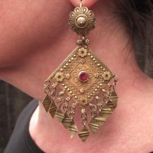 Boucles d'oreilles - Or20ct, rubis taillés, Inde