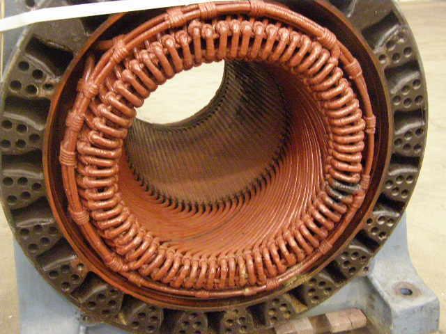 Moteur ACEC 6KV 1000CV à bobiner - Maintenance électro-mécanique en atelier