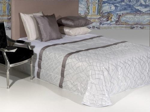 Jacquard bedspread