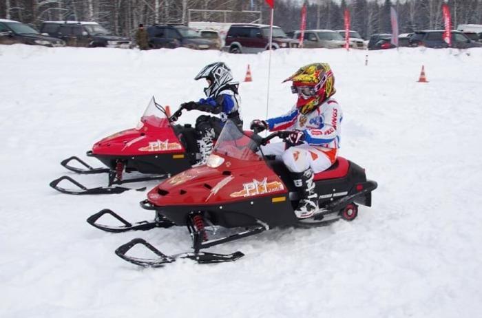 Lasten moottorikelkka - Kevyt sähköinen moottorikelkka lasten opettamiseen