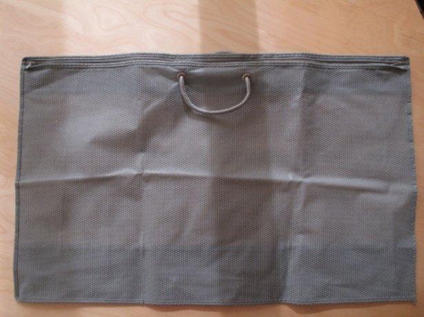 Нетканая подушка - и спальные мешочки.