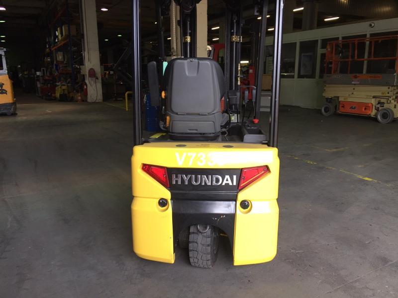 Chariot élévateur électrique Hyundai 10BTR9 - Matériels d'occasion