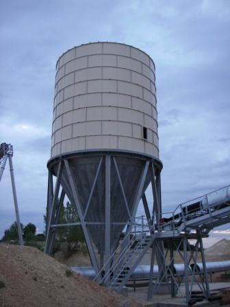Storage silos for all bulk products - Height of 14,1 m.