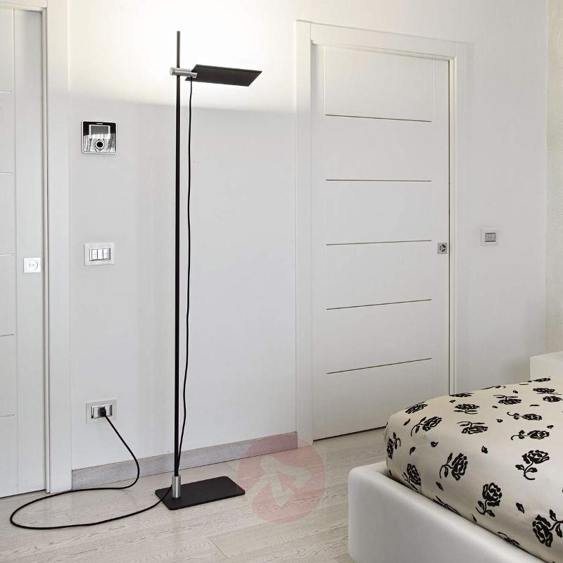 Modern-looking LED floor lamp GiuUp - Floor Lamps