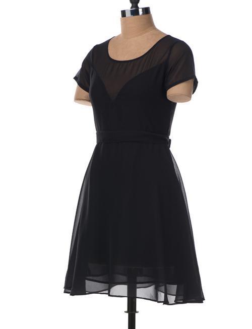 Petite robe noire avec empiècement tulle -
