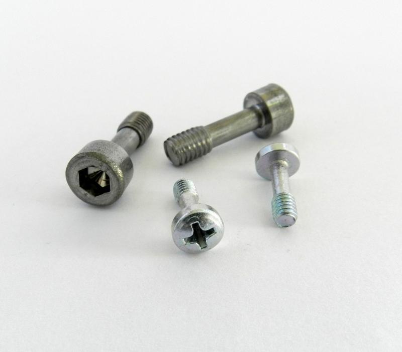 Captive screws - null