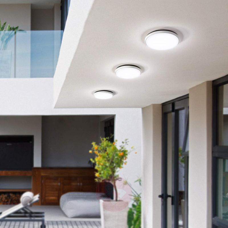 Olly - LED outdoor light in simple white - outdoor-led-lights