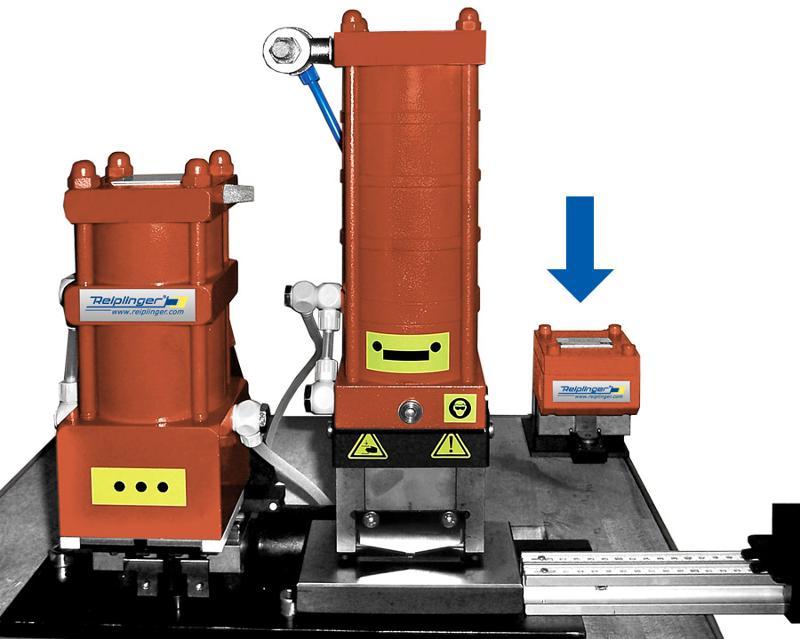 Press cut to open the driving rod channel at the mitre - Reiplinger® Kanalöffnungsstanze PS Kö