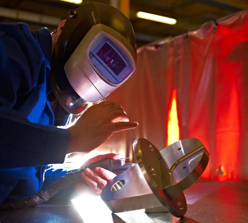 Centre de découpe laser inox jusqu'à 12 mm et aluminium - jusqu'à 6 mm équipé d'un magasin 10 feuilles