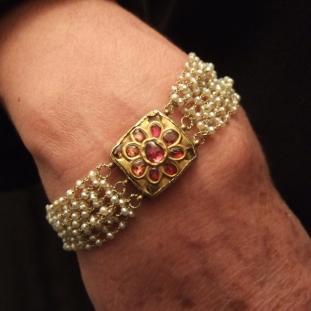 Bracelets - Or22ct, rubis, perles d'eau douce,Inde