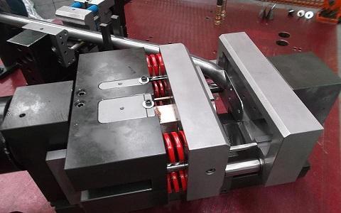 Unità di palettatura - Permette di schiacciare e formare una palettatura in testa al tubo