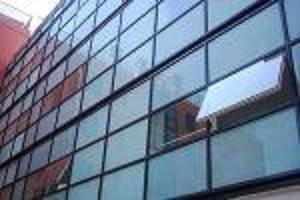 Muro cortina de vidrio -