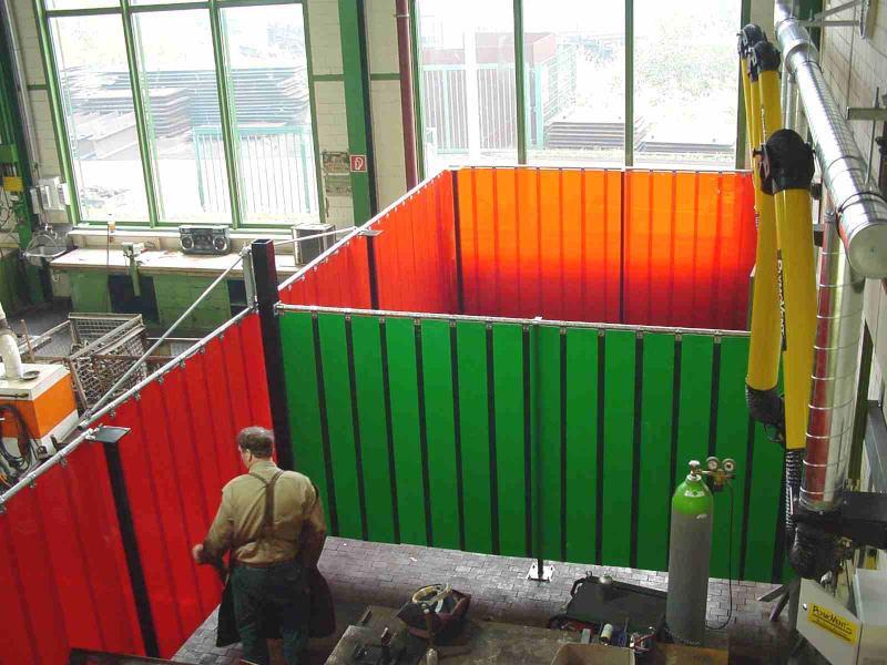 Schweißkabinen - in verschiedenen Farben und Ausrichtungen verfügbar