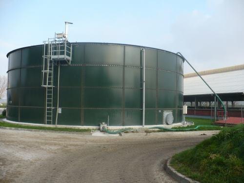 Emaye Tank