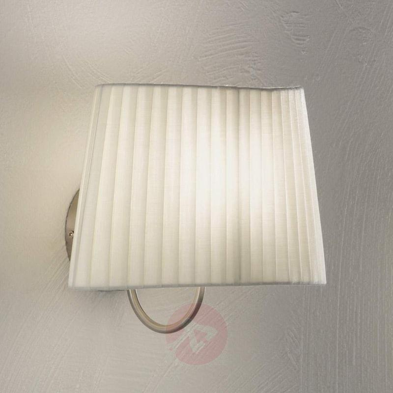 Valentin wall light with a pleated lampshade - Wall Lights