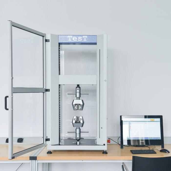 Universal Testing Machine Model 112 - Material and Component Testing Machine