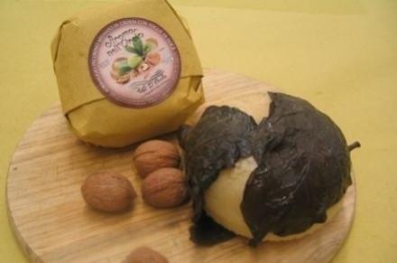 Pecorino affinato in crosta noce - Affinati