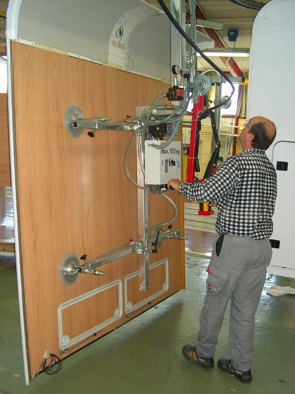 Vacuum lifter for vertical handling - null