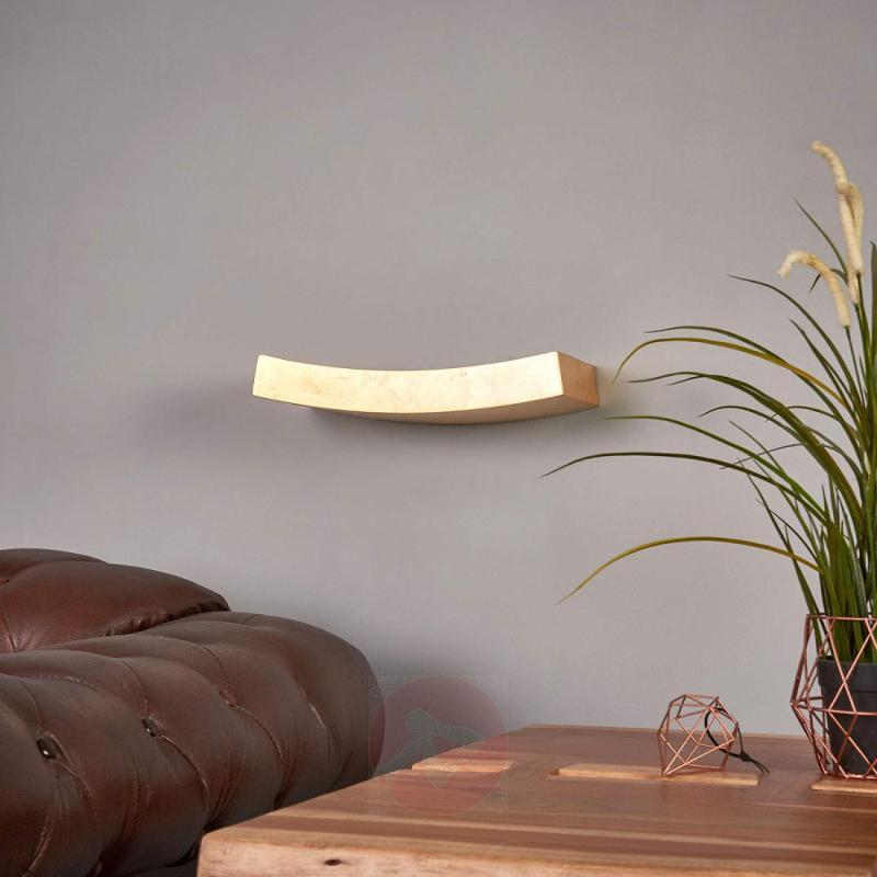 Curved golden wall lamp Berra - indoor-lighting