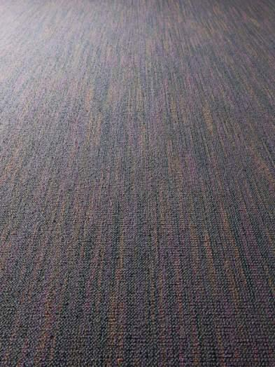 Colored Pearl 800 - Wall-to-wall Carpet - Pearly jewel with contrasting accents.