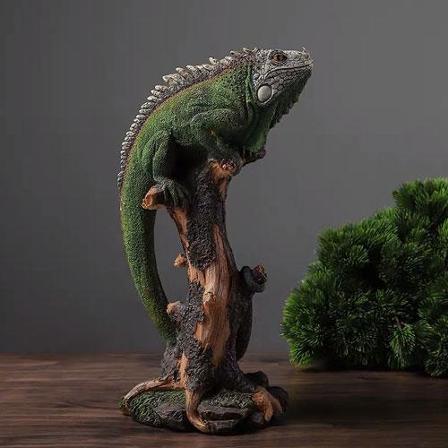 Realistic life like resin lizard figurine statue - Figures