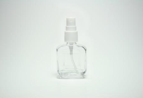 Glasflakon mit Zerstäuberpumpe - null