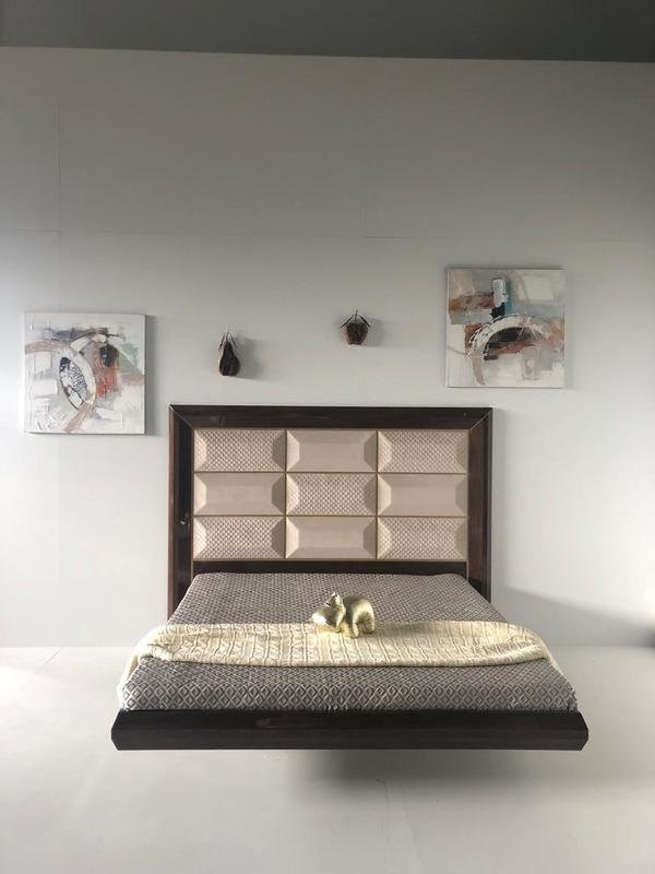 "The soaring bed ""Prima"" -"