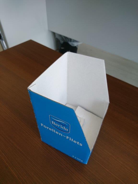 Imballaggio di prodotti alimentari e pesce  - Confezionamento di cibo e pesce in cartone o carta