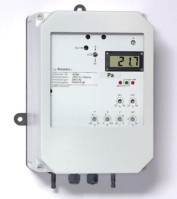 Differenzdruckmessgerät Rixotact_4 - Zug, Druck, Differenzdruckmessgerät mit eingebautem Dreipunkt-Schrittregler