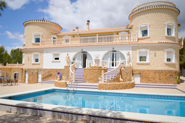 Villa lujo con terreno de 57.000m2 en Pilar de La Horadada - Villa de lujo con terreno de 57.000m2 ubicada en Pilar de La Horadada (Alicante)