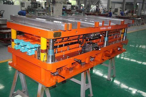 Roller washing machine inner tube automation progressive mold